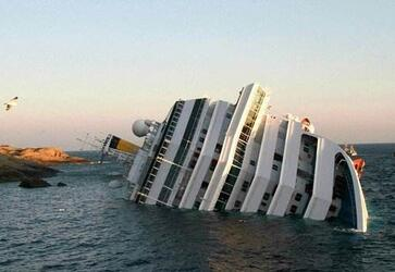 韩国渡轮撞渔船触礁多人受伤